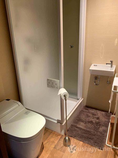 トイレとシャワーブース