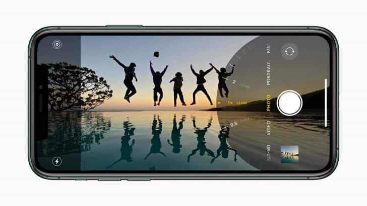 iPhone 11 Proは0.5×、1.0×、2.0×にズームイン・アウトできる