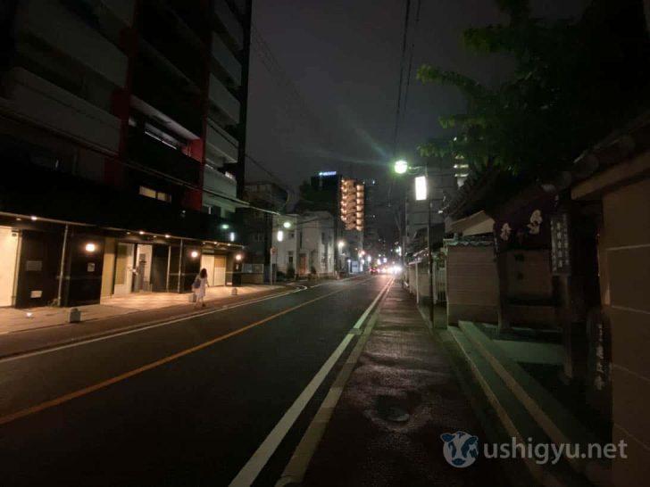 iPhone 11超広角(夜の路上)