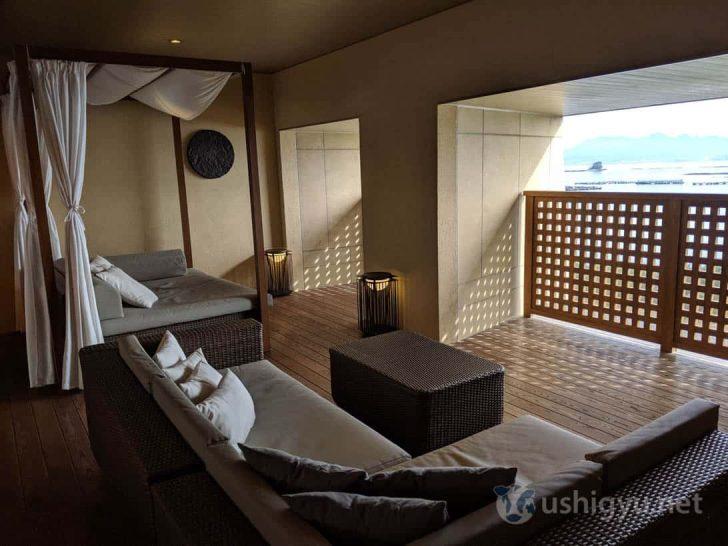 。風呂上がりにくつろげるスペース、テラス席