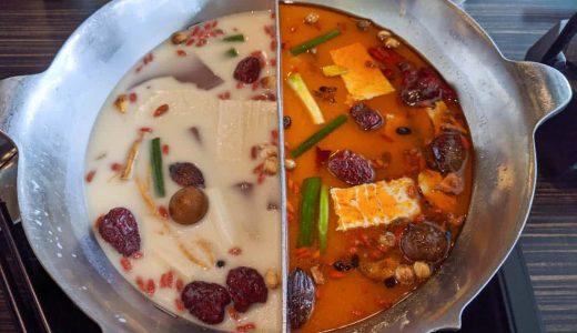 台北の人気店「無老鍋 西門町店」で火鍋を食す。スパイシーな赤、コクと甘みの深い白、どちらもうまい!
