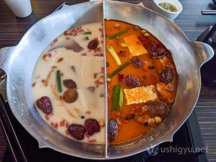 左側の白いスープが麺包豆腐白湯鍋、右側の赤いスープが無老辣香鍋