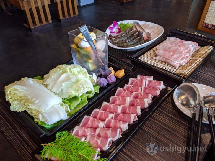 野菜を先に入れつつ肉はしゃぶしゃぶして食べる感じでしょうか