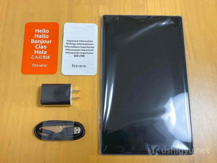 Fire HD 10タブレット本体のほか、USB-C充電ケーブル、電源アダプタ、クイックスタートガイド