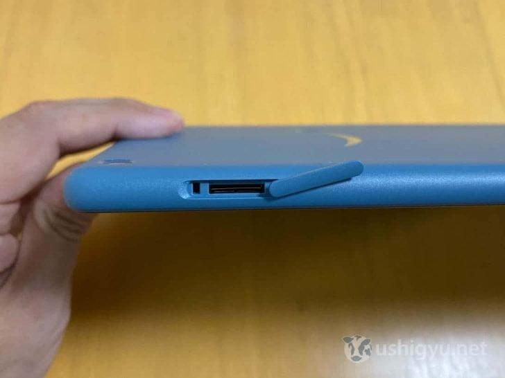 右側面にはmicroSDカードスロット。512GBまで対応