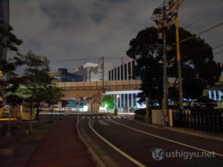 夜の暗い路上_Pixel 4
