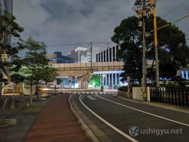 夜の暗い路上_Pixel 4 夜景モード
