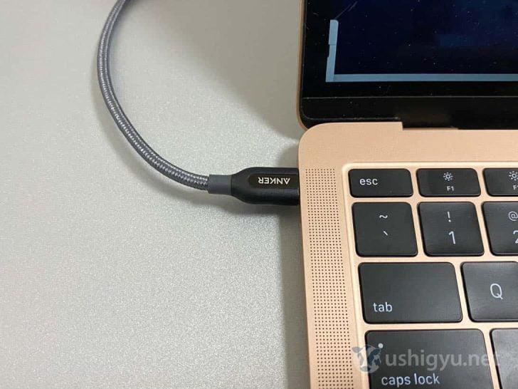 Anker PowerLine+ケーブルを介してMacBook Airに接続