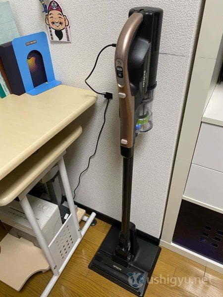 ラクかるスティックには、立てて収納するためのスタンドがついています。これも、スティック型を購入する上では重要なポイント