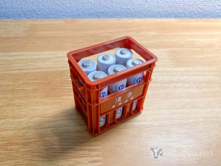 100円ショップ・セリアのミニ一升瓶ケースが単3電池収納に良い