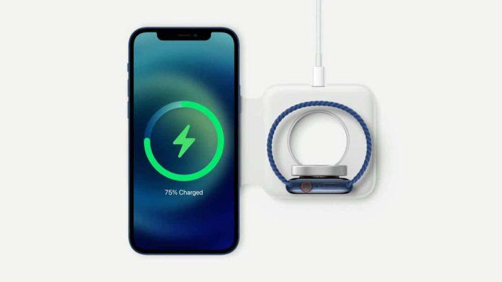 Phone 12シリーズ背面に内蔵されたマグネットを使って、ピタリとくっつく充電パッドやアクセサリを取り付けられるMagSafe