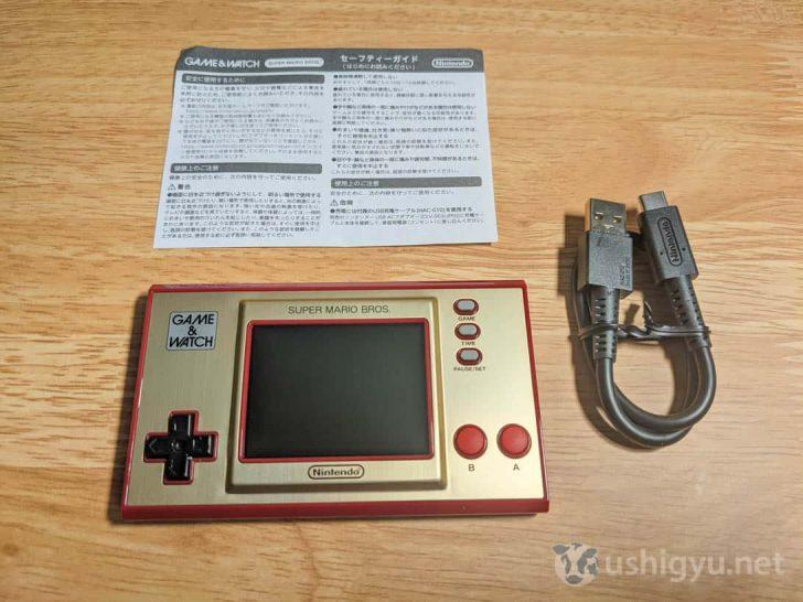 中身はゲーム&ウオッチ本体、充電用のUSB-A - USB-Cケーブル、セーフティーガイド