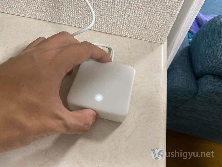 本体上部のボタンを、ランプが点滅するまで長押し