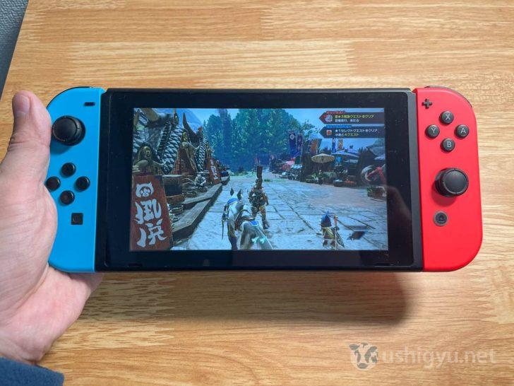 SwitchのJoy-Conでももちろん遊べますが、スティックやボタンが小さくややプレイしづらい