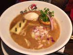 横浜鶏ラーメンの雄「鶏喰 〜TRICK〜」店も麺も接客も上品でクオリティ高し。スキ無し。