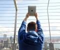 iPadは長距離移動に最高のデバイス。仕事、読書、音楽、映画、ゲーム…全てこれ1つで。