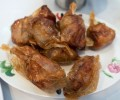 シンガポールの「ヒルマンレストラン」特製のタレで焼き上げたペーパー・チキンが絶品!