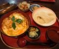 秋田・角館「桜の里」噛むほど旨味が出る比内地鶏の親子丼&強いコシでのどごし爽やかな稲庭うどん!