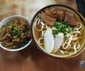 沖縄北部の名店「きしもと食堂」ガツンと効いたかつおダシ&コシのある手打ち麺の沖縄そばは必食!