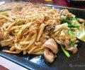 兵庫の田舎町・佐用名物の圧倒的スタミナ飯「ホルモン焼きうどん」ガツンとくる衝撃的うまさ!